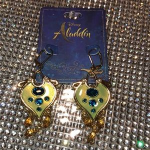 DISNEY ALADDIN JASMINE REPLICA EARRINGS NWTS